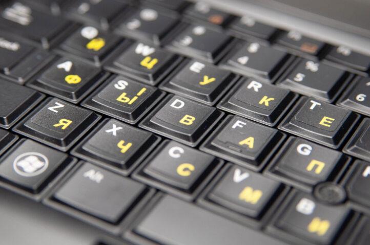нестирающиеся наклейки на клавиатуру с русскими и украинскими буквами на черном фоне